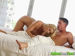 Traumgirl in blond beim Blowjob und Sex